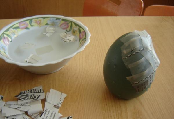Создание основы яйца из папье-маше