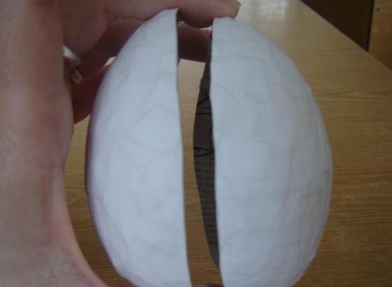 Разрезанная бумажная форма яйца
