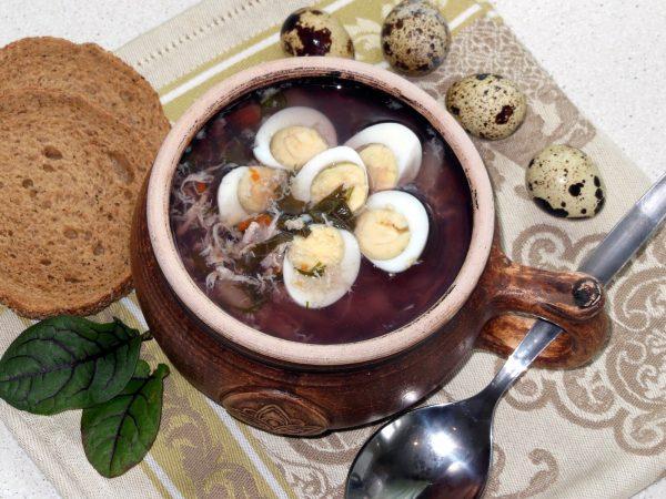 Готовый суп из щавеля с яйцом