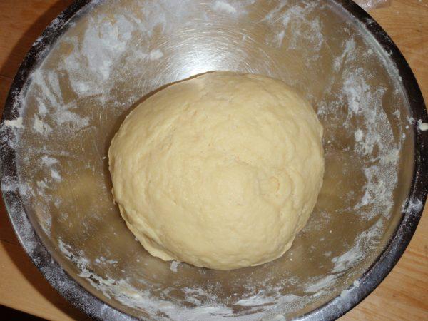 Тесто на сметане с тёртым сыром