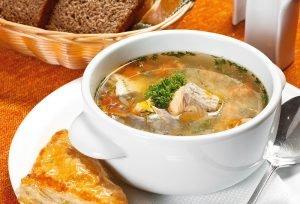 Наполните дом неповторимым ароматом - приготовьте на обед аппетитный суп с консервированной сайрой