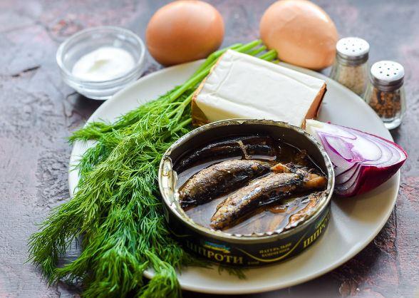 Продукты для приготовления паштета из шпрот с яйцами и плавленым сыром