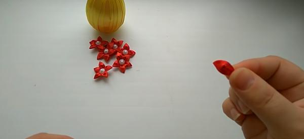 Как сделать цветок «канзаши»: этап 4