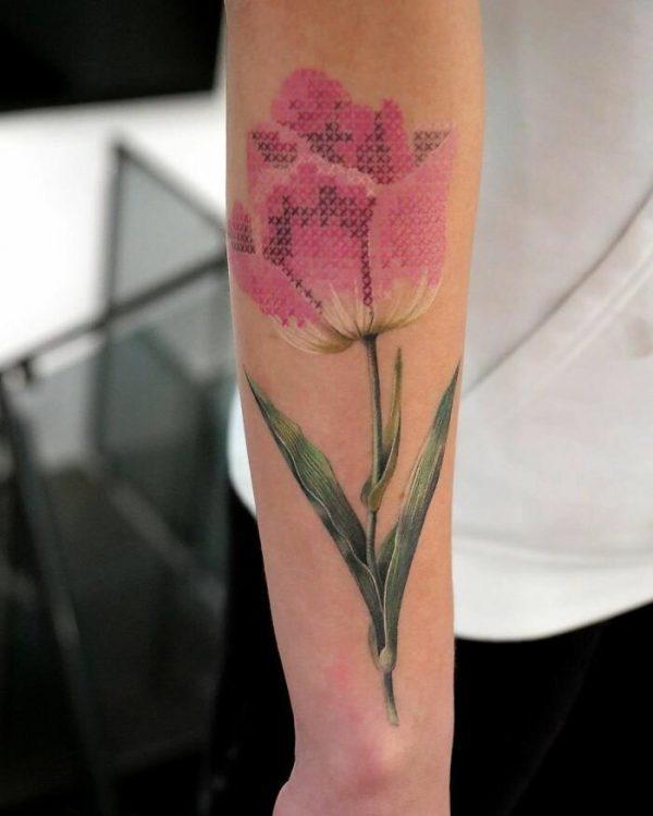 Тату-цветок, имитация вышивки крестиком