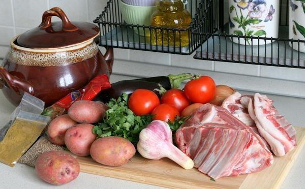 Продукты для приготовления чанахи по классическому рецепту на столе