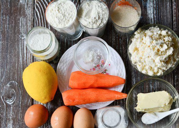 Продукты для приготовления творожно-морковного кулича на столе