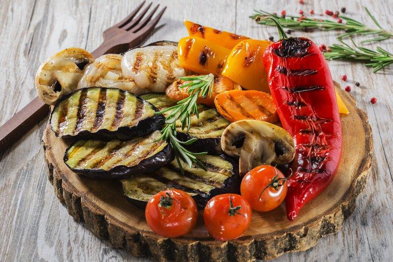 Яркие и ароматные овощи и грибы на мангале станут украшением любого стола