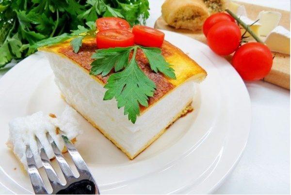 Омлет «Пуляр» на тарелке