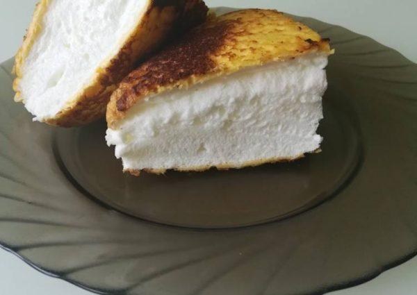Омлет в тарелке