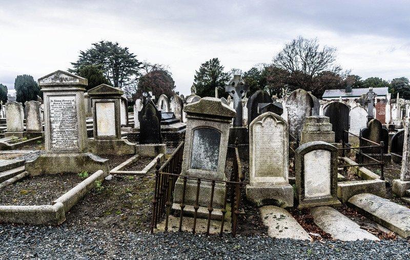 Почему нельзя трогать чужие могилы