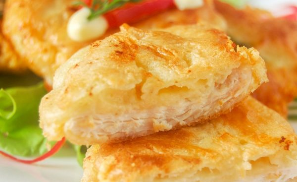 Битки с сыром в тарелке