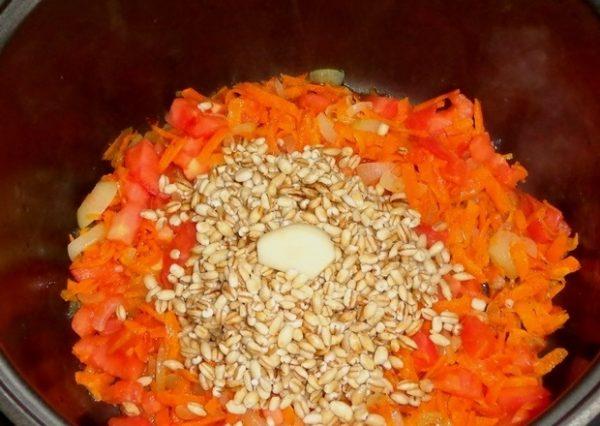 Перловка и овощи в чаше