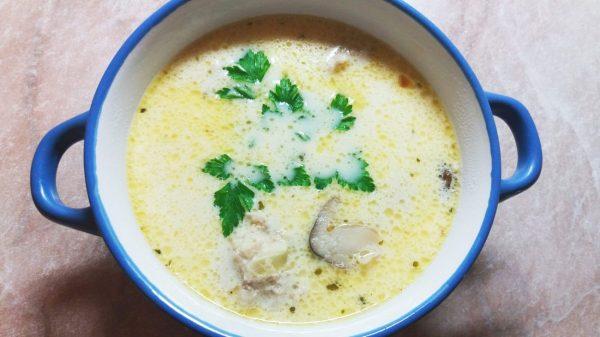 Суп с фрикадельками, грибами и зеленью