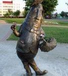 Памятник огурцу в Шклове (Белоруссия)