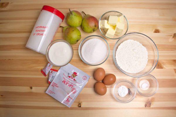 Продукты для приготовления пирога с йогуртом и грушами