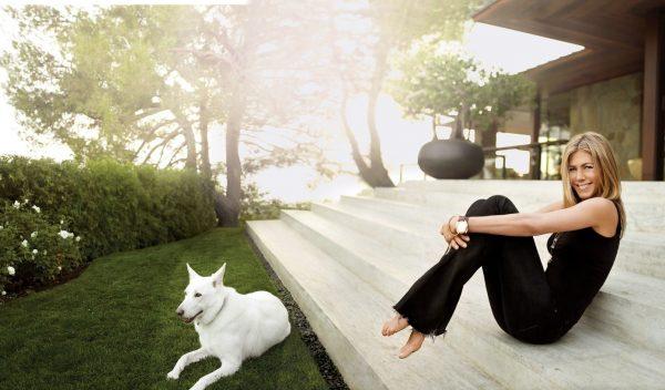 Дженнифер Энистен и собака