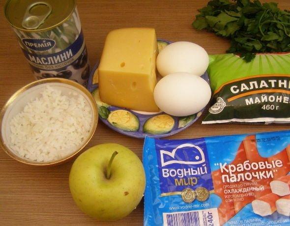 Крабовые палочки, сыр, яйца, яблоко