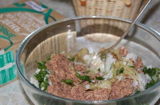 Приготовление начинки для рыбного пирога