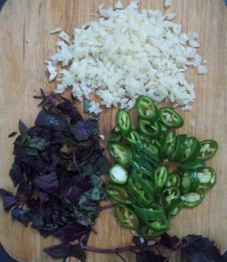 Чеснок, перец и базилик
