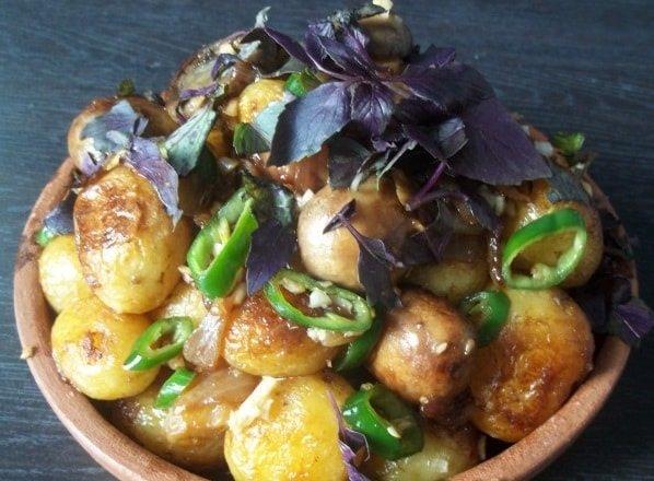 Чашушули с картофелем и грибами