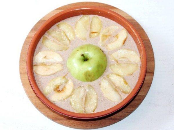 Запеканка с яблоками в форме