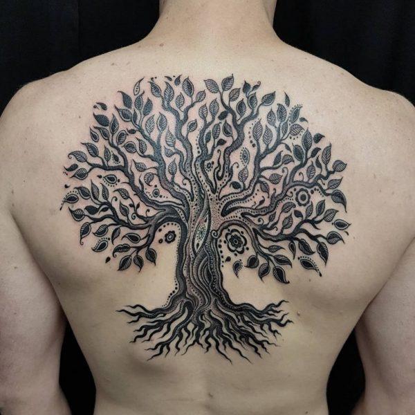 Тату дерево с листвой