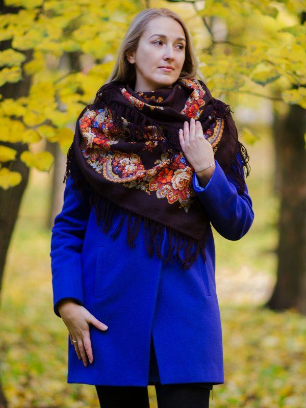 Женщина с платком