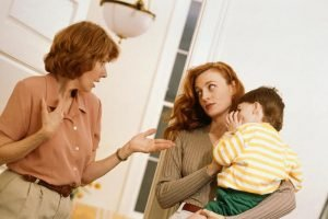 Если невестка настраивает внуков против свекрови, значит, двум женщинам нужно разобраться со своим отношением друг к другу.