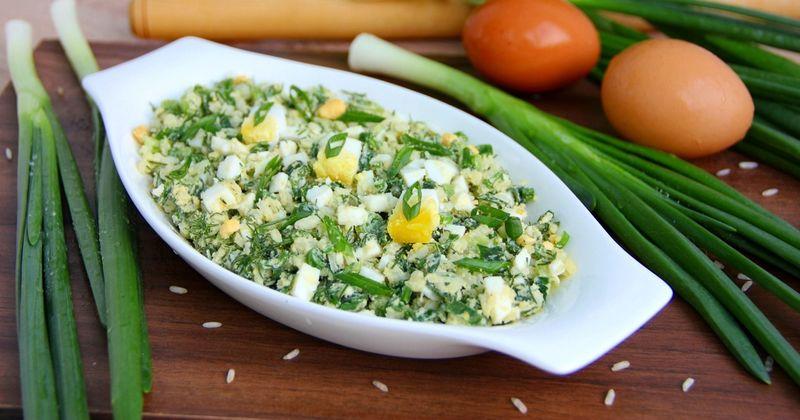 Яркий салат из яиц и зелёного лука дарит весеннее настроение и заряд бодрости