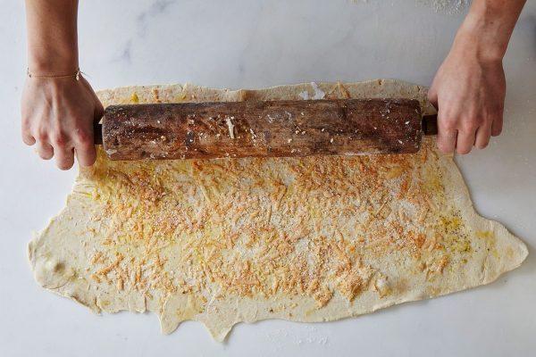 Подготовка сырных палочек