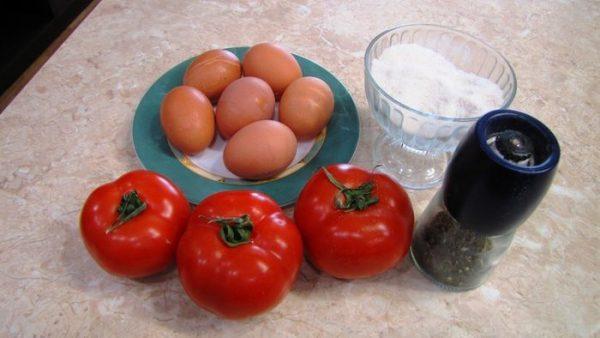 Помидоры, яйца и приправы
