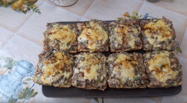 Как приготовить бутерброд с сайрой (рецепт 1): запечённые в духовке