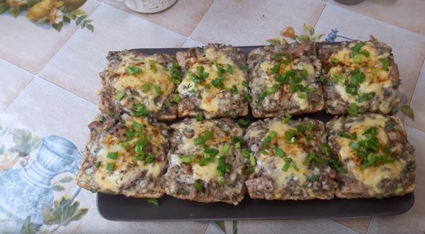 Как приготовить бутерброд с сайрой (рецепт 1): украшение зеленью