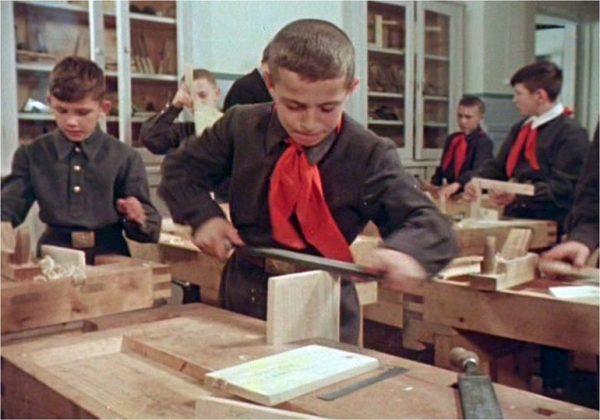 Урок труда у мальчиков в советской школе