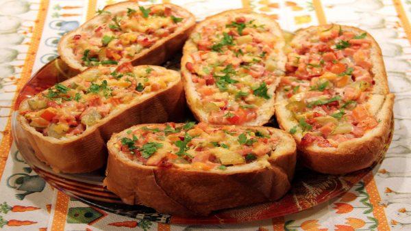 Горячие бутерброды «Очень ленивая пицца»