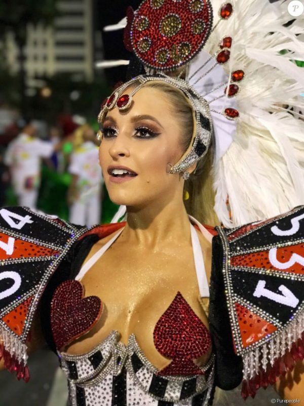 Карла Диас на карнавале
