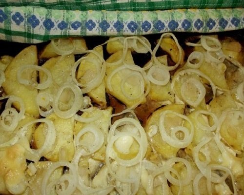 Готовый картофель с луком