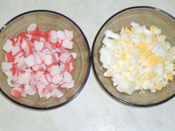 Яйца и крабовые палочки