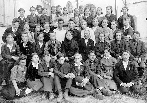 Послевоенное фото выпускников