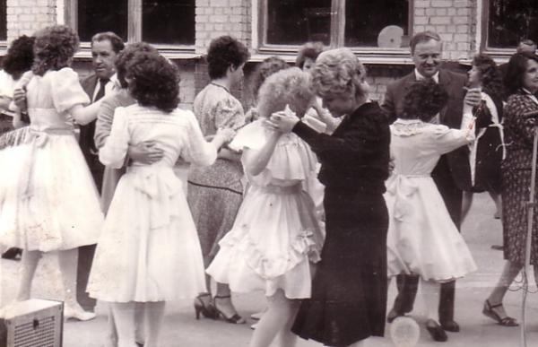 Танцы выпускников