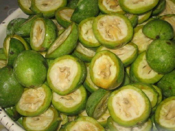 Разрезанные орехи