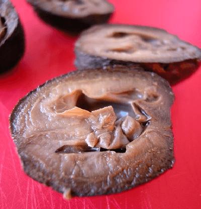 Разрезанные грецкие орехи