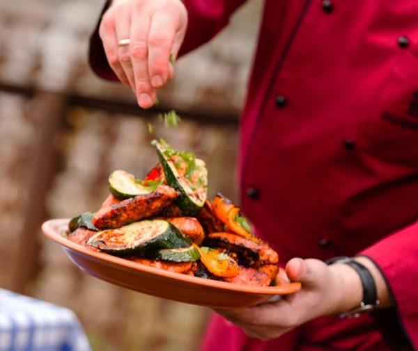 Запечёные овощи в тарелке