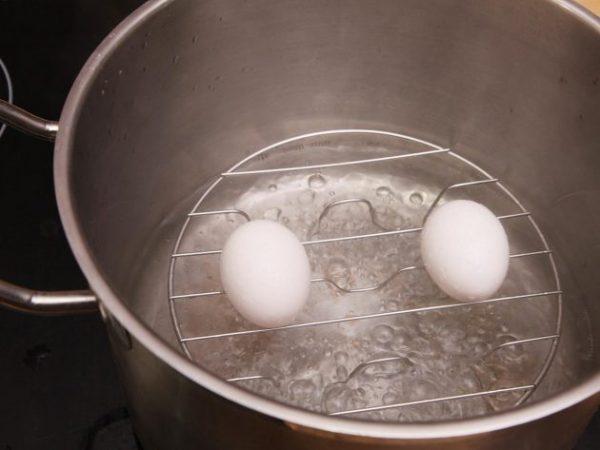 Яйца на пару