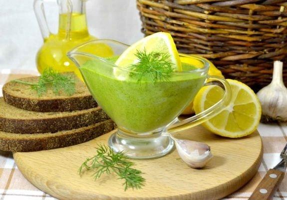 Укропный соус с лимоном и хлеб