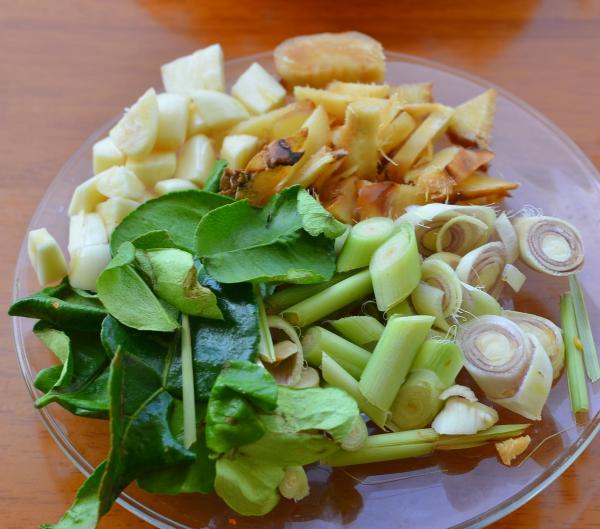 Травы и овощи для супа том ям