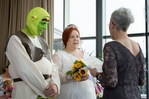 Невеста в образе Фионы из мультфильма «Шрек»