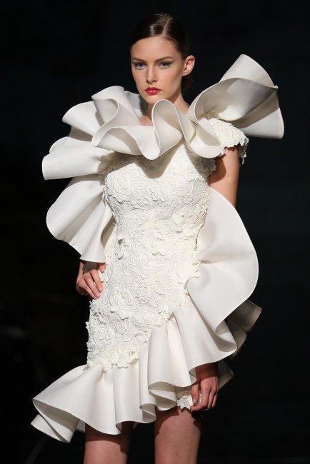 Свадебное платье с большими рюшами