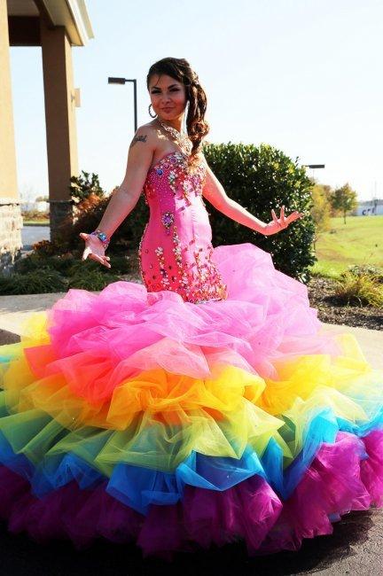 Платье с радужной отделкой