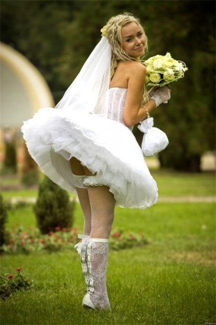 Платье с короткой и пышной юбкой
